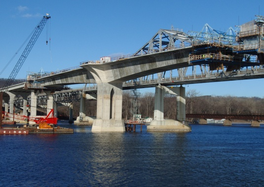 Cantilever 11 (left) is nearly complete with only one segment remaining, while Cantilever 10 (right) has only five segments to be cast (two in the main-span). (Photo Courtesy of FIGG).