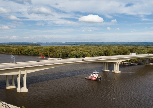 The New Dresbach Bridge over the Mississippi River connects Minnesota and Wisconsin with a record-setting 508-foot main span – longest concrete span in Minnesota. Photo courtesy of FIGG.